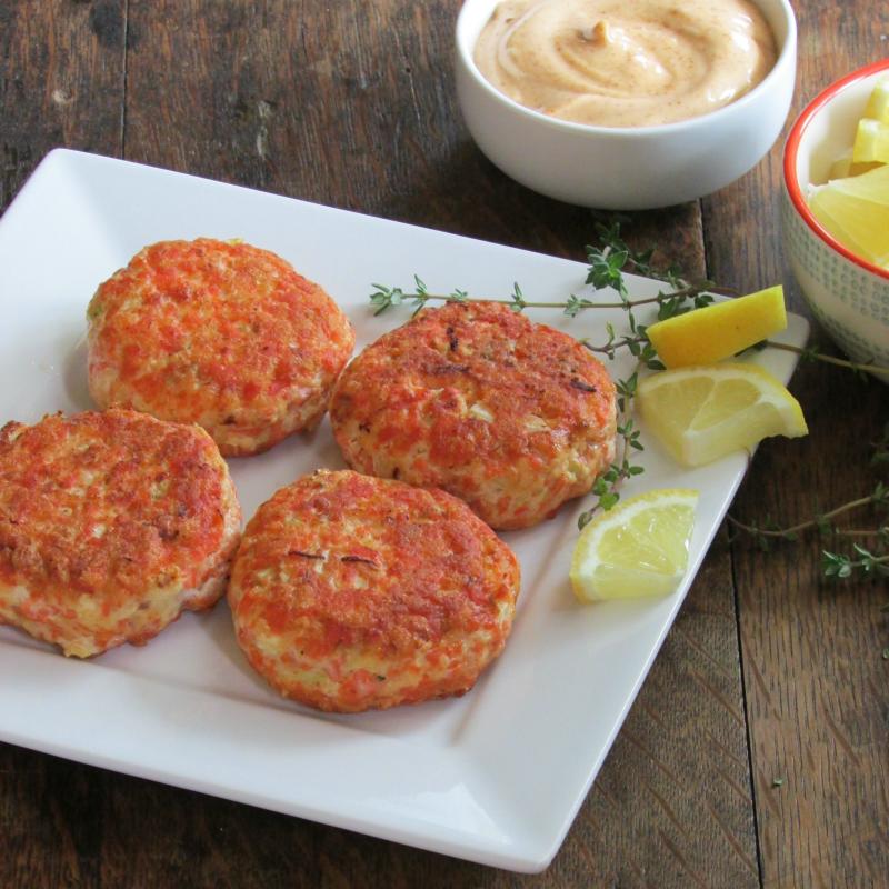 Salmon Cakes: Salmon Cakes With Spicy Aioli